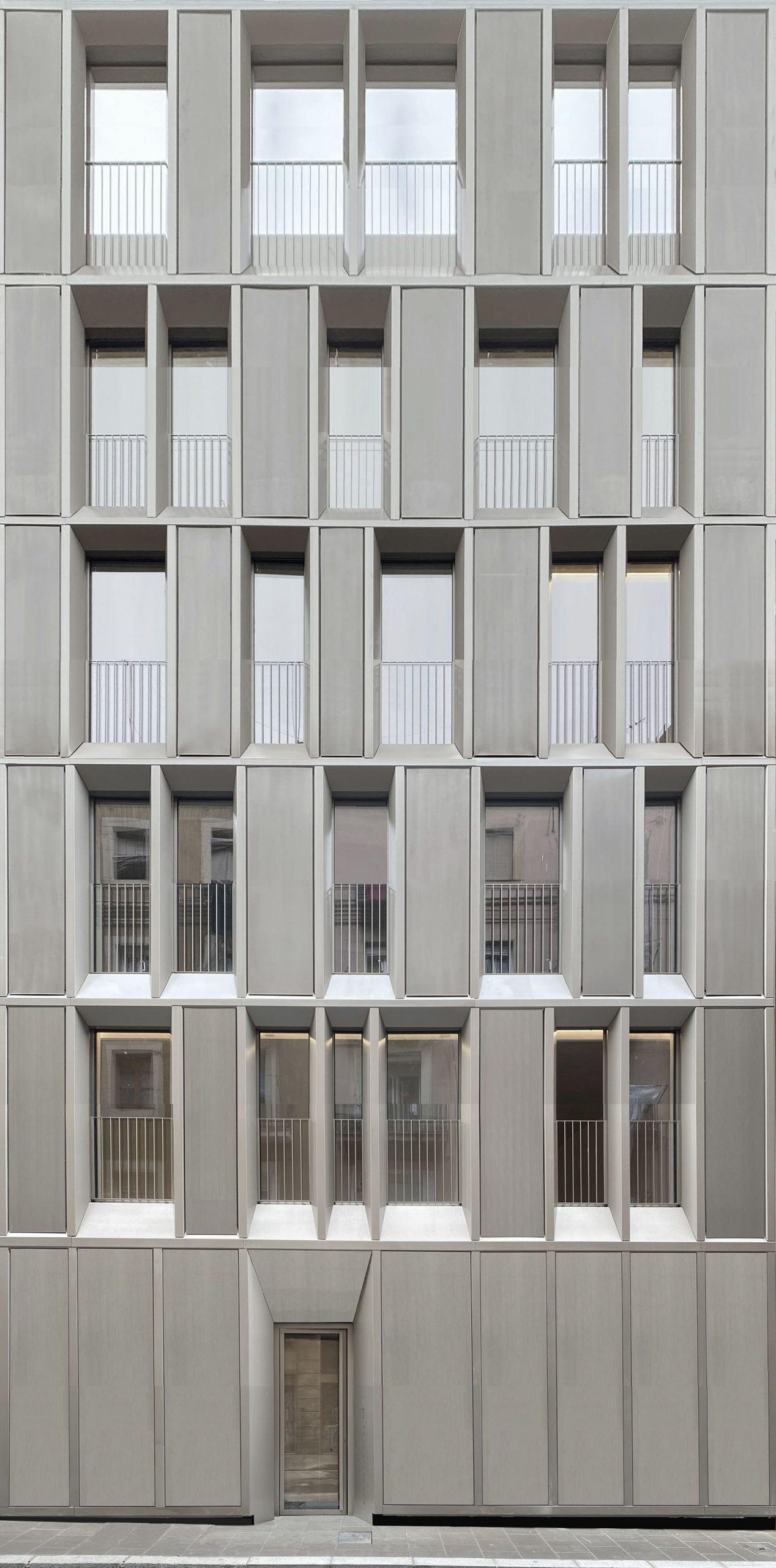Façana frontal Valldonzella 54 Barcelona Barber Renteria Arquitectes Bare